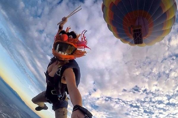 woman jumps from hot air balloon