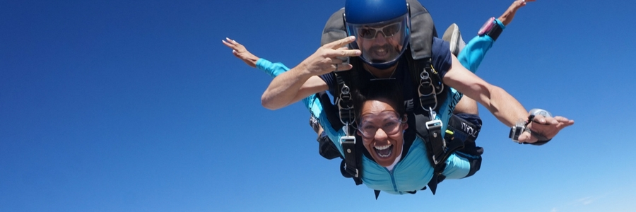 first time jumper experiences what skydiving feels like