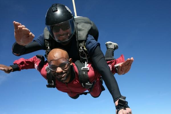 tandem skydiving in freefall at Skydive Perris