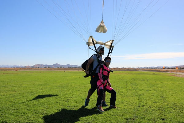 tandem student within weight limit for landing