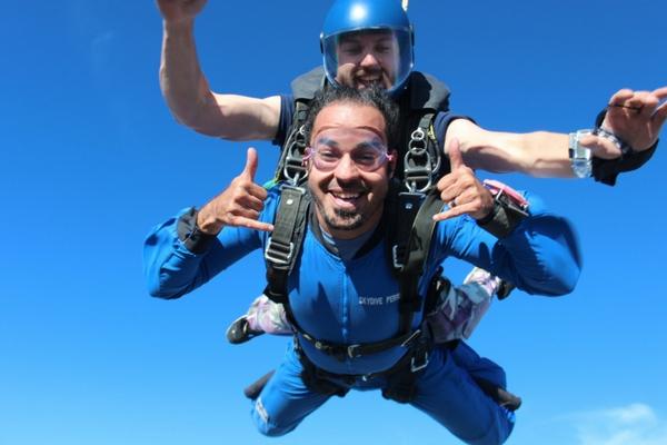 skydiving pair reaches terminal velocity